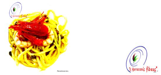 Marraconis fibaus ai gamberi rossi del Mediterraneo con un pesto di basilico e pistacchi verdi di Bronte.