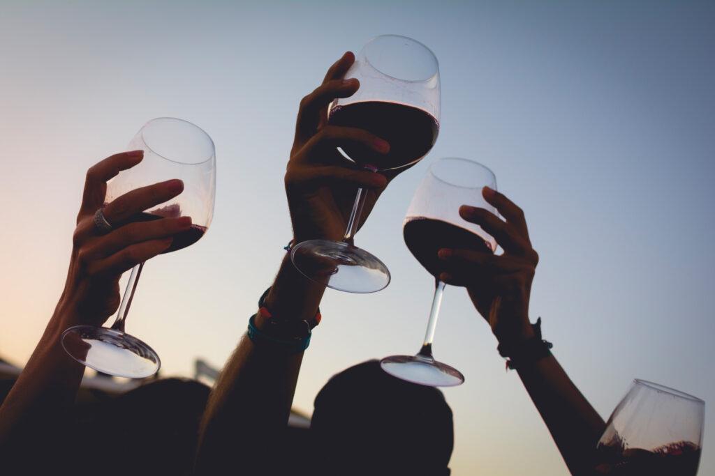 Calici di vino al cielo Cantina Su'entu